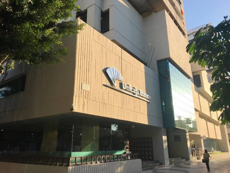 Unicaja Banco exempts from the payment of half of the rent to the families leasing housing from the FSV during the state of alarm